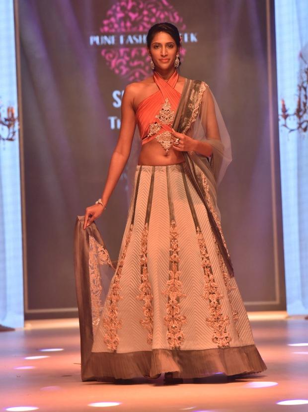 designer-nivedita-saboos-grand-finale-for-pune-fashion-week-2016-17