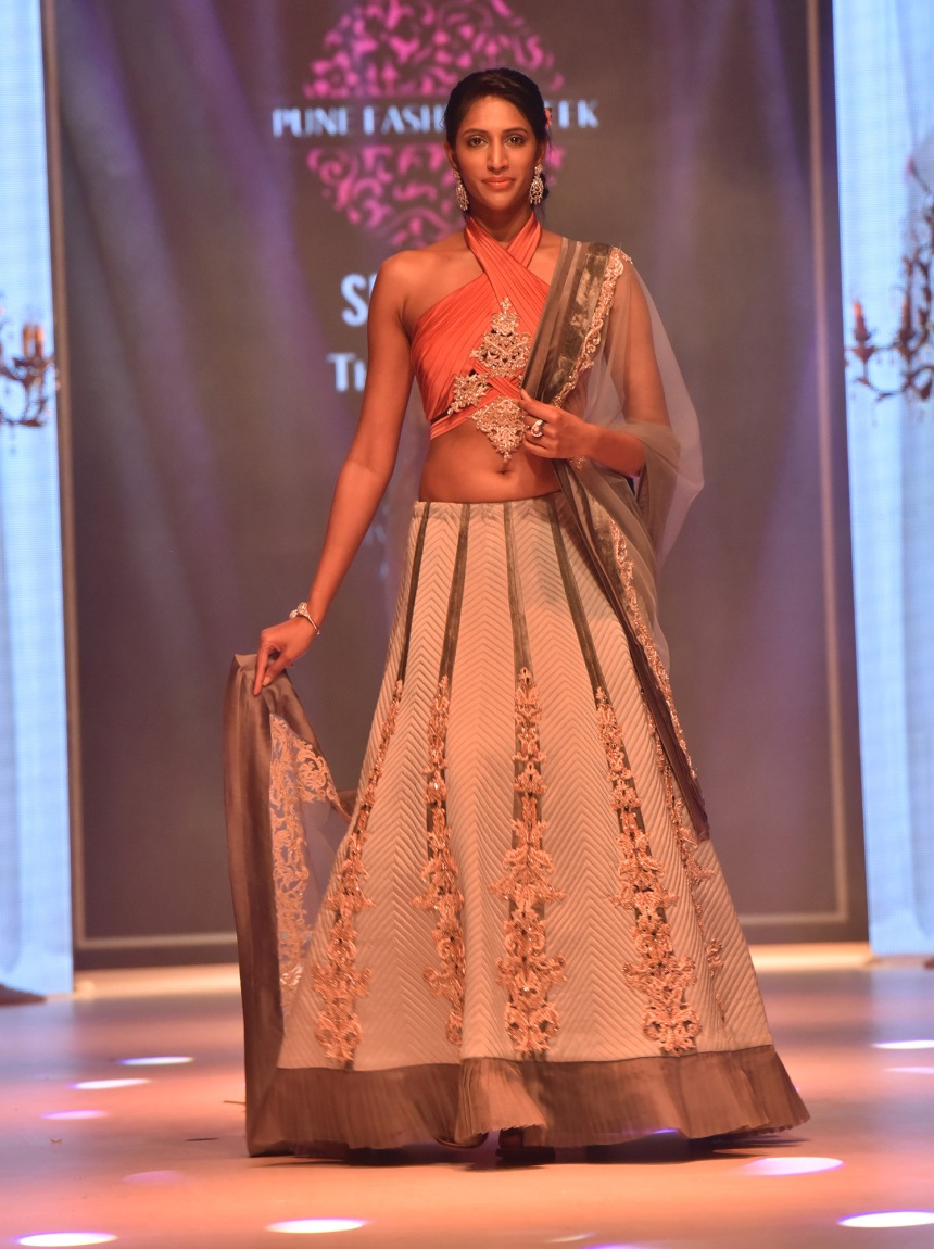 designer-nivedita-saboos-grand-finale-for-pune-fashion-week-2016-17