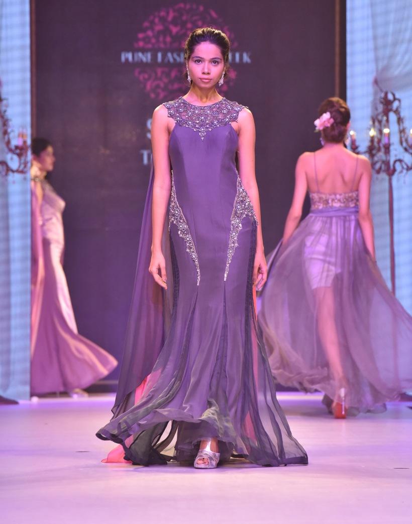 designer-nivedita-saboos-grand-finale-for-pune-fashion-week-2016-31