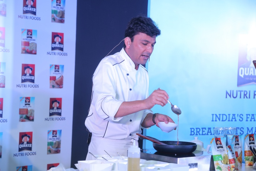Chef Vikas Khanna, Co-Creator of Quaker Nutri Foods and Brand Ambassador - PepsiCo Nutrition, hosts an interactive breakfast table at #QuakerHealthyMornings (12)