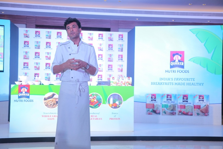 Chef Vikas Khanna, Co-Creator of Quaker Nutri Foods and Brand Ambassador - PepsiCo Nutrition, hosts an interactive breakfast table at #QuakerHealthyMornings (13)